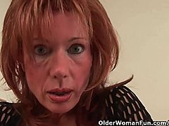 Sexual senior the lass is toying her plump beaver moms xxx