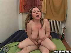 Mama coerces sure this babe earns her naive cum mature sex